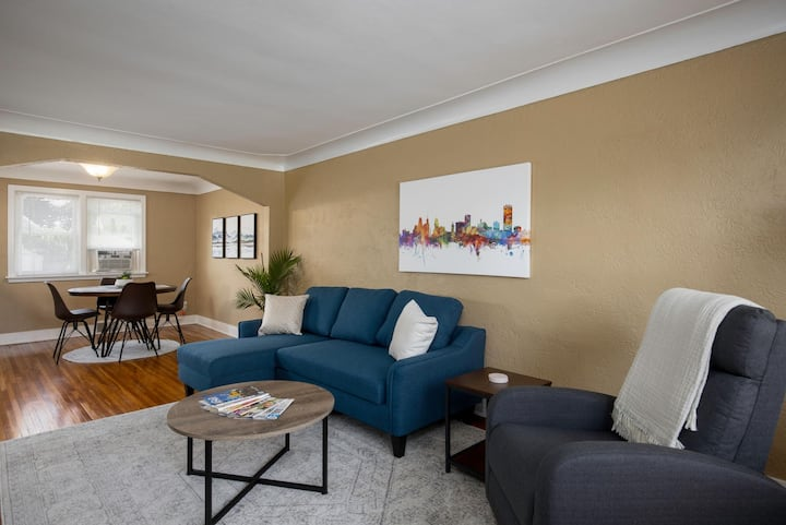 Beautiful South Buffalo parkside apartment
