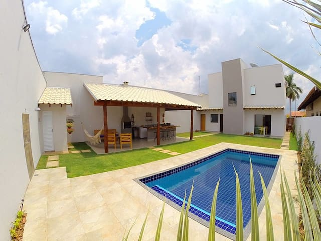 Casa com 03 suítes, piscina próxima do centro - Bonito - House
