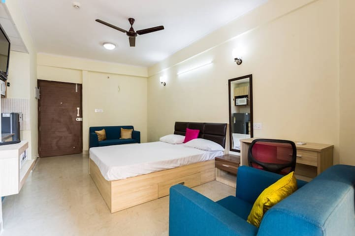 #1 Luxurious & Comfy Studio || Sec137 Noida