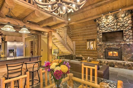 Beautiful Secluded Cabin Close to Traverse City
