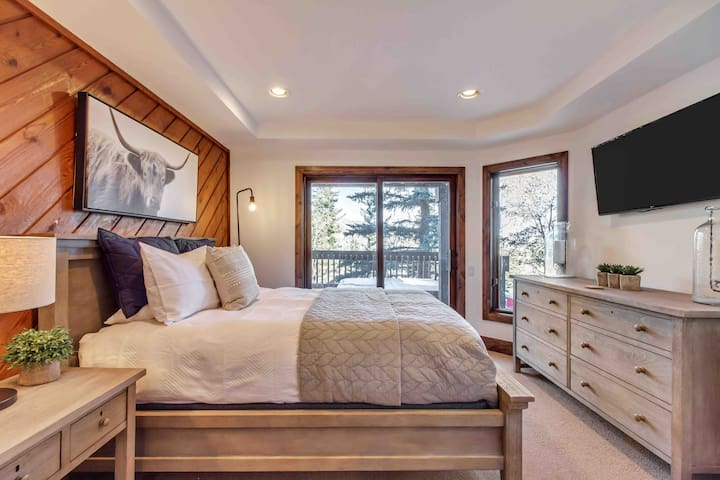 Queen bedroom with spectacular views. Deck with hot tub located right off bedroom.