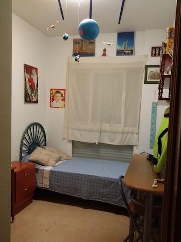 Alquilo habitación en el alternativa. .wifi