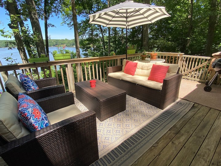 3br/2ba Private Waterfront getaway w/beach + dock