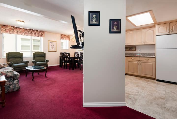 Extra large FURNISHED CONDO Downtown Temple Square
