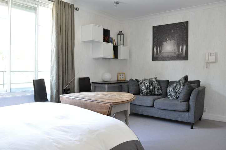 Bright & Airy 1 Bed Flat in Knightsbridge