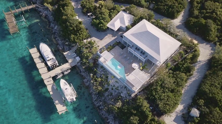 New-Luxury Villa w/Swim Up Pool Bar & 160' dockage