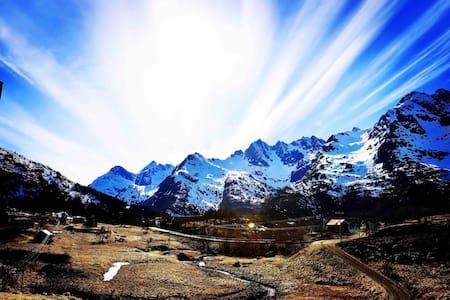 Lofoten, First Class Valley, Hiking,  Cozy Hut