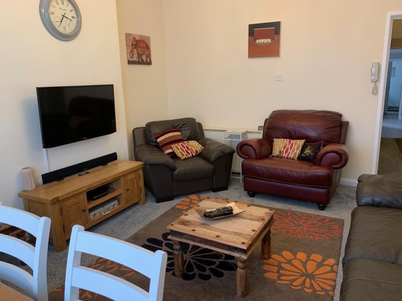 """front room, table seats four people . 40"""" tv Bluetooth sound bar. free sat and Netflix available through set top box"""