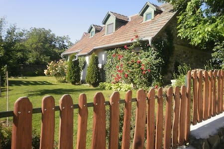 Idyllic Country Cottage - Kapolcs Village sleeps 4