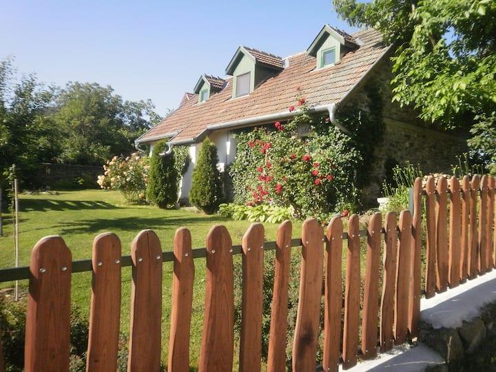 Idyllic Country Cottage - Kapolcs Village sleeps 4
