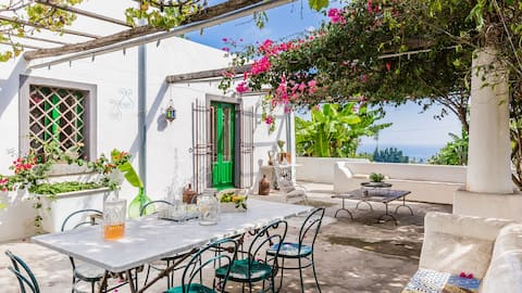 Country house, Ionian sea and Etna views