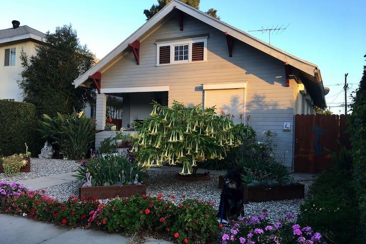 Craftsmen House in Historic neighborhood with yard