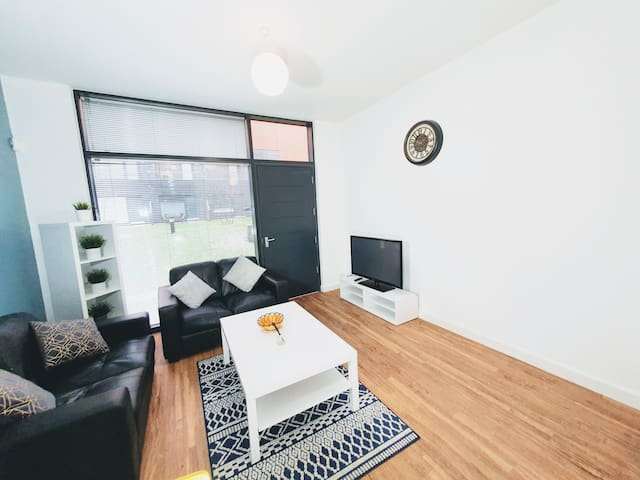 3 Bed Liverpool  Luxury Waters/Doc/Acc/ Arena