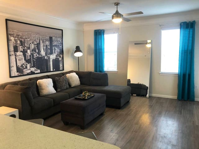 Spacious 1br/1bath apt. Pool view from every room