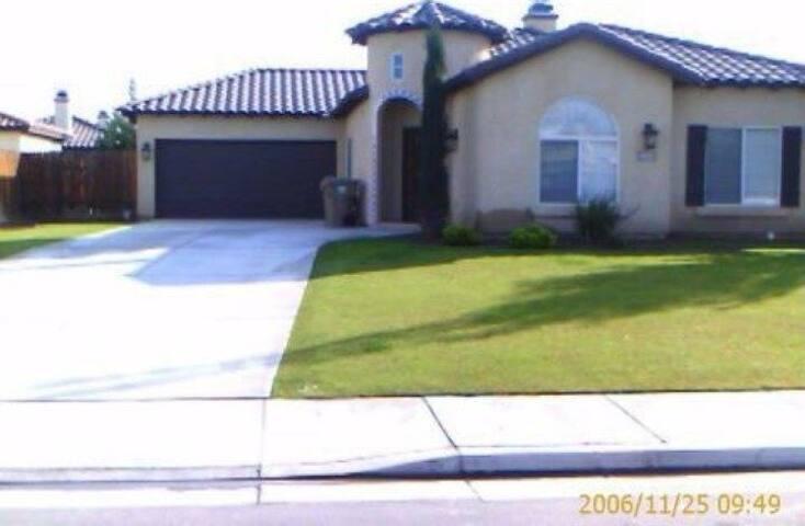 Conveinent Bakersfield Neighborhood - Bakersfield - Maison