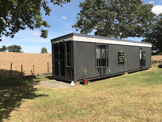 A special little 40ft container house