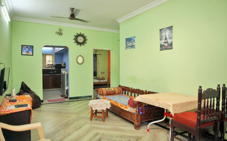 Pleasant Home stay near Airport 25 Mins/AC/TV/WiFi