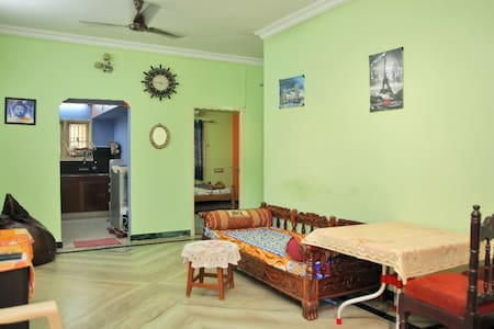Pleasant Home Stay. Airport 25 Mins/AC/TV/WiFi