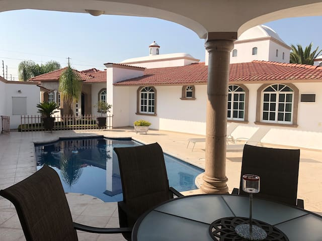 Luxury House & Pool Juriquilla 4pax