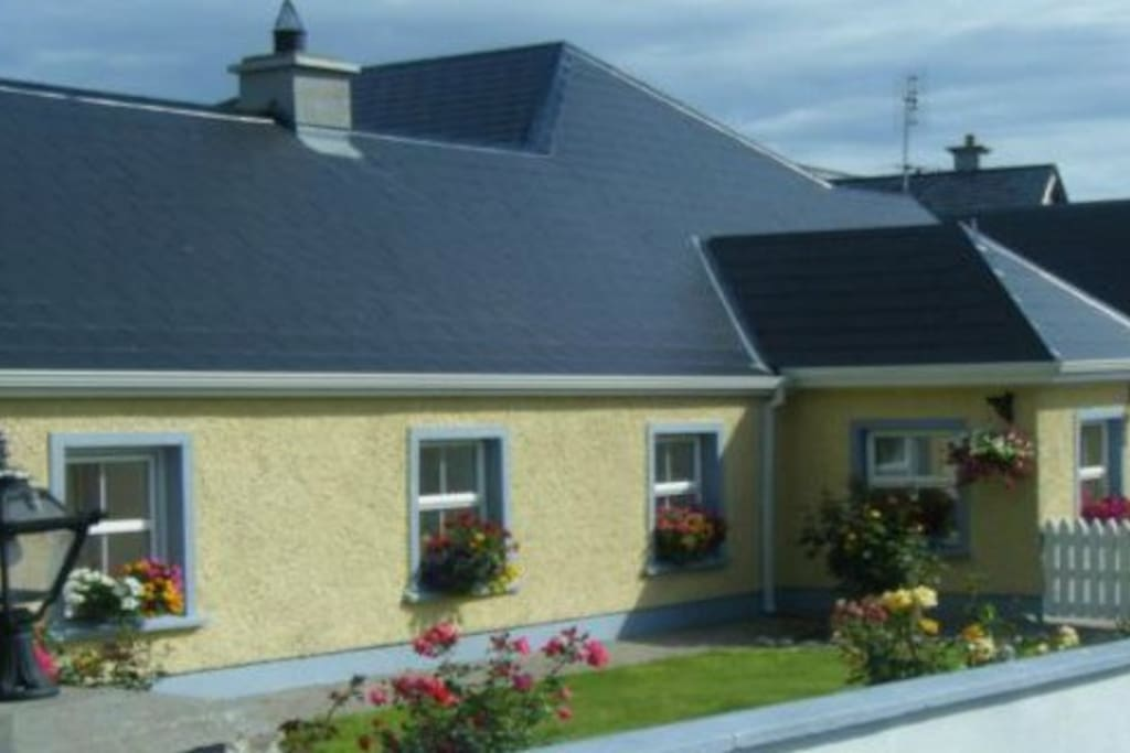 Beezies Self Catering Luxury 3 Bed Cottage Cabins For