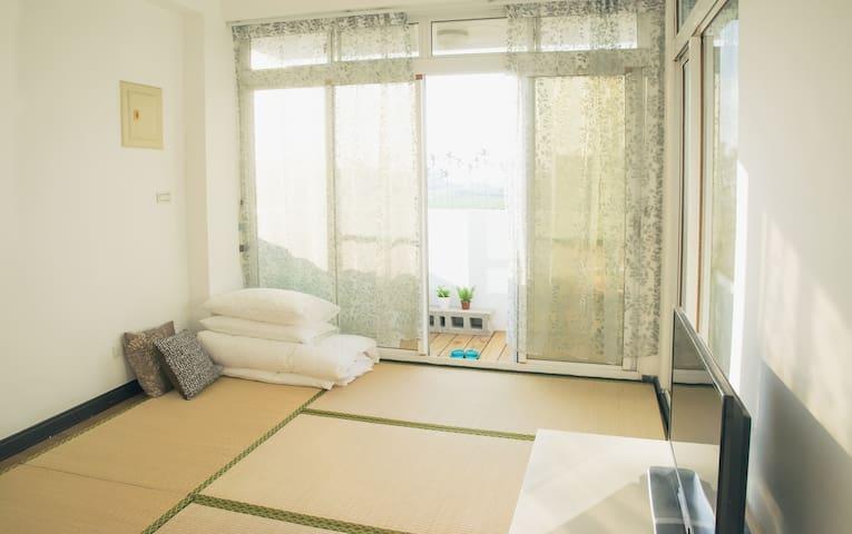 301房: 榻榻米搭配雙人床墊X2