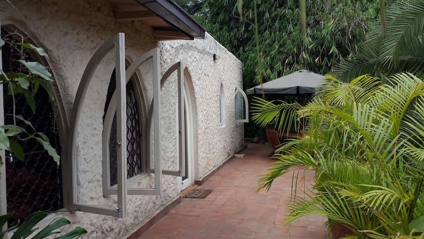 Charming & Private Muthaiga Bungalow - Leafy - ไนโรบี - บังกะโล