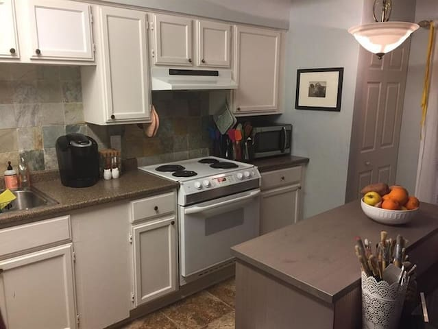 Galleria-One Bed-Perfect for Solo/Couple Travelers