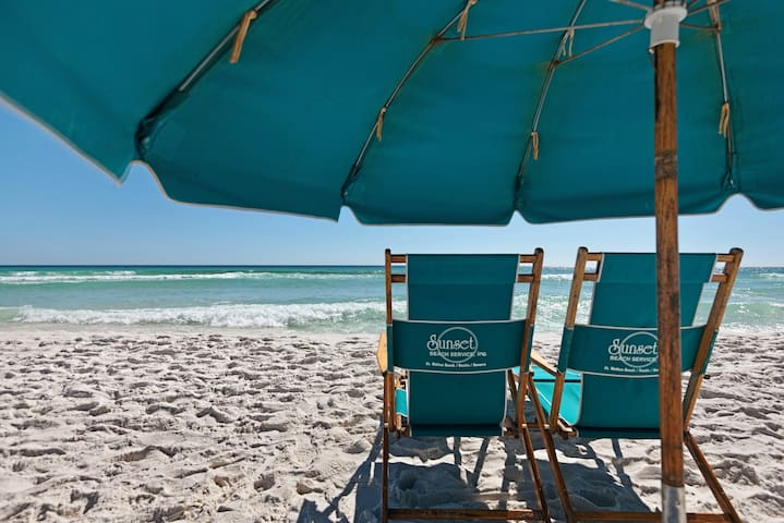 Mojo's HOA has contracted a beach chair rental service for your convenience.  Just pick your favorite spot.  No need to lug beach chairs and umbrellas back and forth to the beach.
