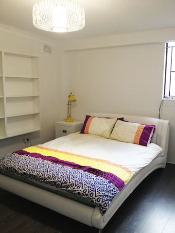 Large Room ideal city location, 5mins to beach - Wollongong - Apartment