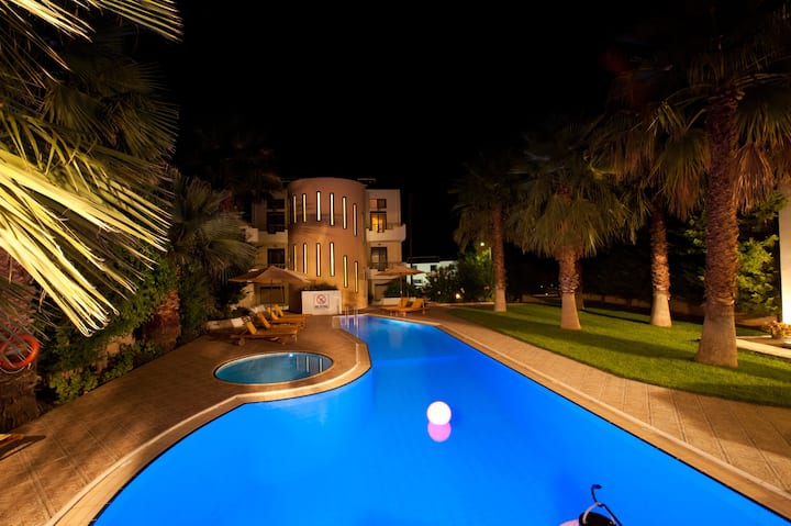 Superior maisonette with shared pool near Chania
