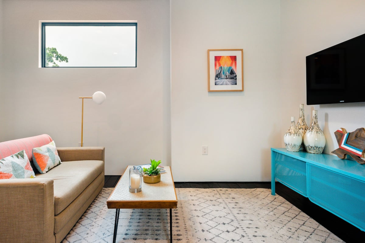 Relax in a Private Modern Guest Suite in East Austin