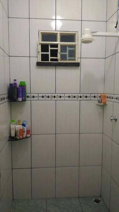 banheiro único da casa