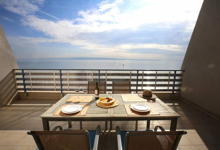 Split on the beach, 2 floors & wide terrace