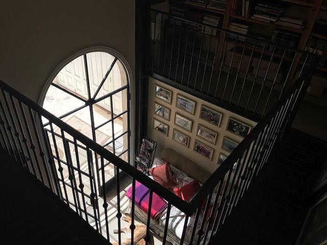 Estudio tipo loft con vista a jardines y pileta