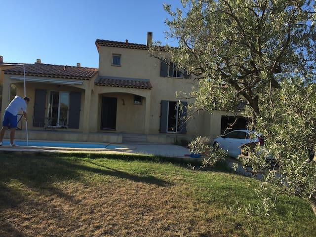 Villa provençale proche d'aix en provence - La Fare-les-Oliviers - บ้าน