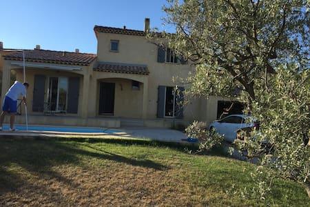Villa provençale proche d'aix en provence - La Fare-les-Oliviers