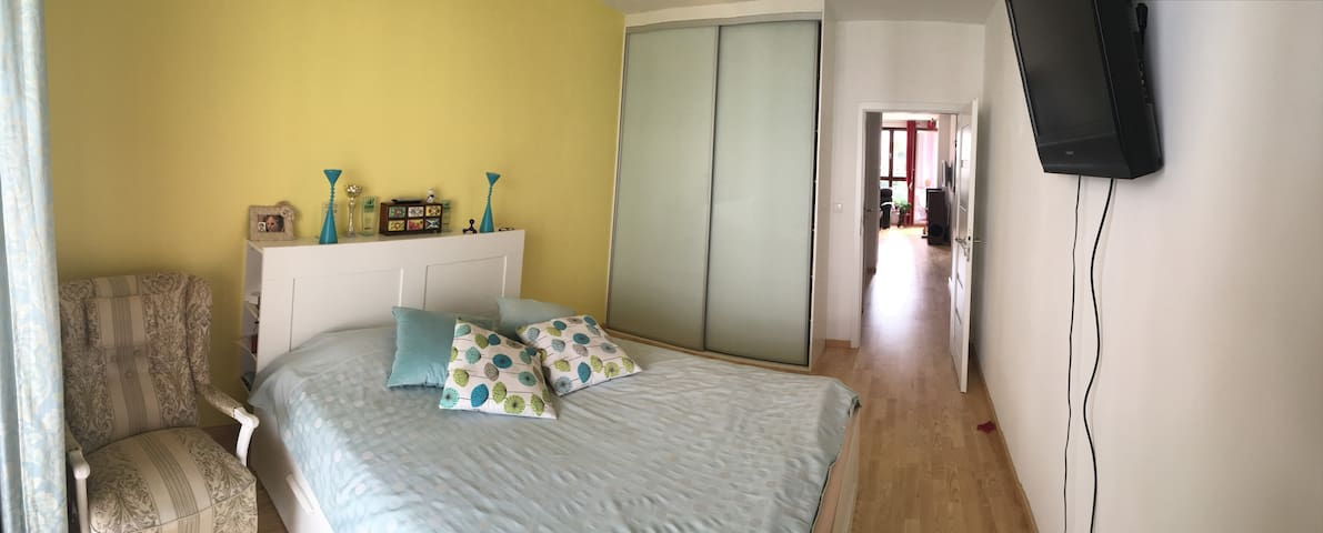 New Apartment with parking close to Wilanow Palace