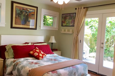 Queen Anne Private Courtyard Suite