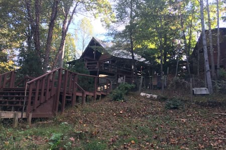 Happy Treehouse in the Blue Ridge Mtns - Mineral Bluff - Hytte