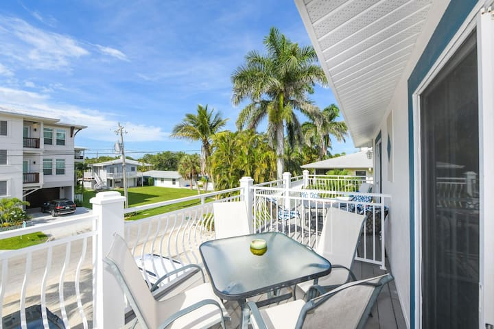 LJs Beautiful 2Bed/2 Bath Steps from Pool/ Beach!!