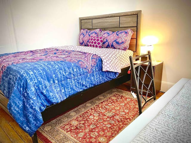 IN JERSEY CITY LARGE SUNNY BEDROOM 15-20MIN TO NYC