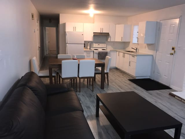 Bright Modern Two Bedroom Suite - Vancouver - Hus