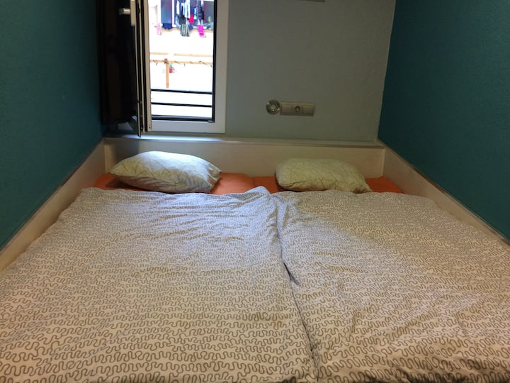 TWIN SHARED ROOM IN AMAZIN HOSTEL IN BARCELONA