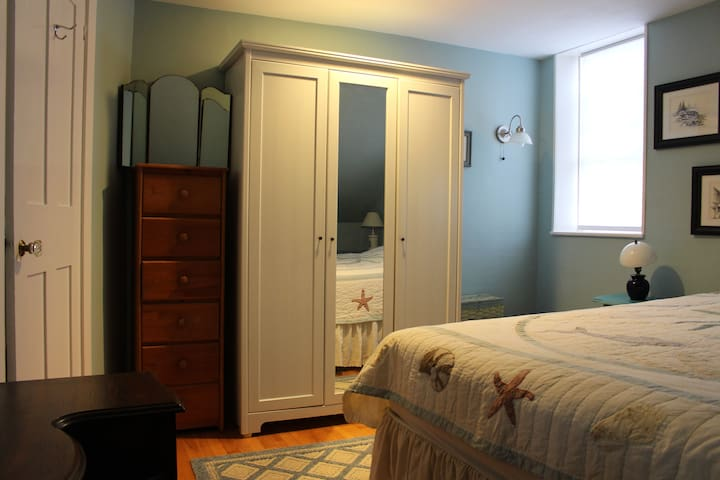 Two rooms in downtown Camden