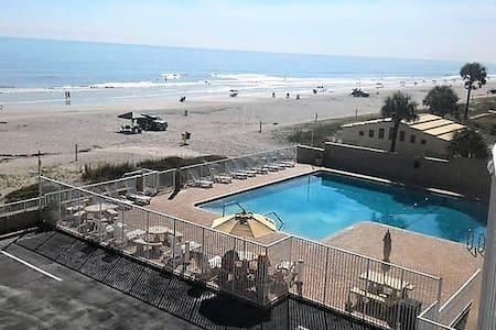Newly Renovated Oceanfront Studio Apartment - Daytona Beach - Lakás