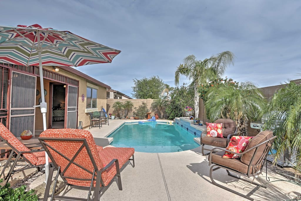 Enjoy an afternoon barbecue and dip in the pool!