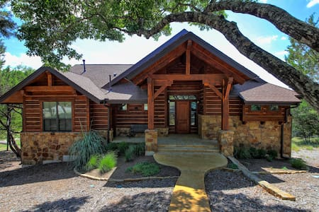Peaceful Hill Country Cottage in The Hollows