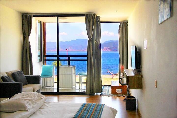 二楼双室湖景家庭套房|地暖、两卧室、两独立卫浴、一房门入口、一观景阳台|日出|免费摄影拍摄||送早餐