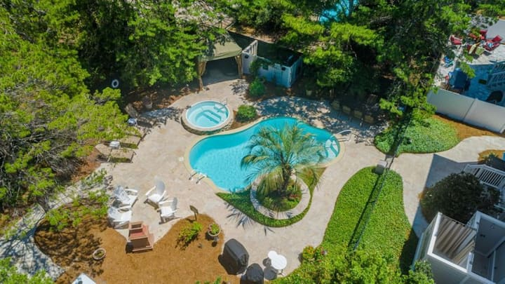 Private Pool/Hot Tub area with Firepit! Walk to Beach! TWO Grills.