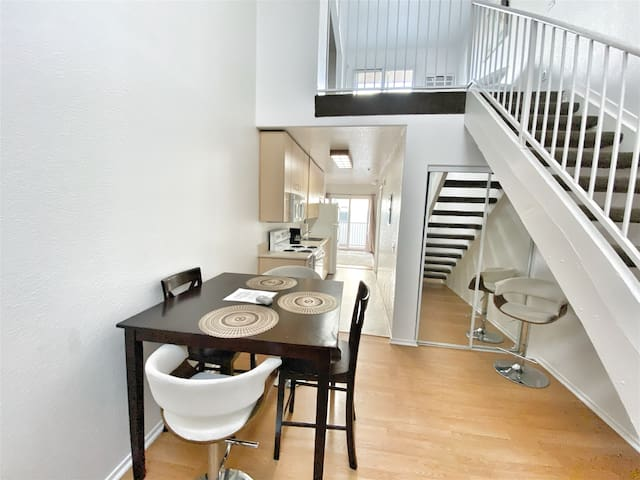 306/2 Sweet loft apartment near Downtown/Parking Inlcuded!!